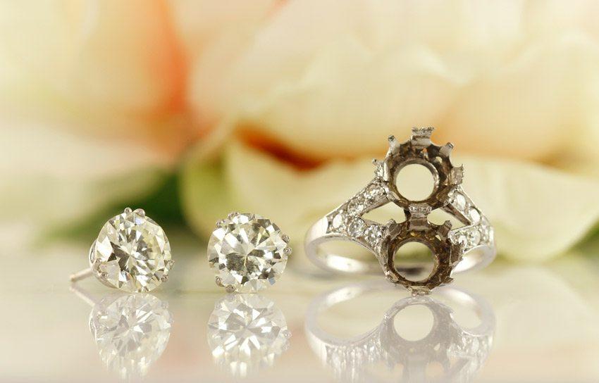 ddf142b6 Så altså – hvis du har gamle smykker med ædelsten så værdsæt dem og vælg  eventuelt at genbruge dem – det fortjener de! Hvis du ønsker at få mig til  at ...
