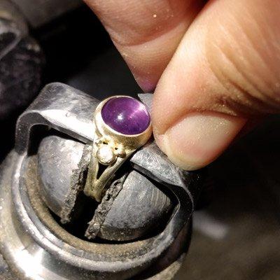 fatte sten i smykker