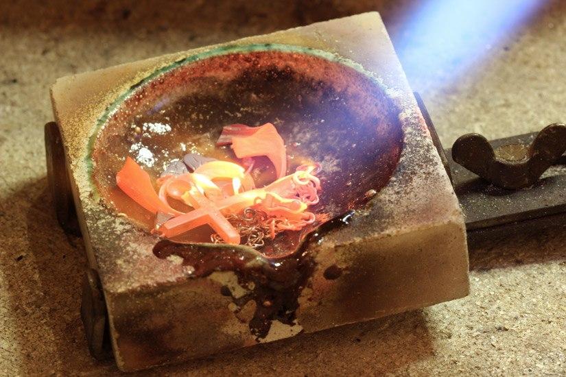 omsmeltning af guld til ring